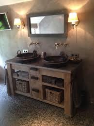 Badkamer Met Stucwerk En Tegelvloer Met Op Maat Gemaakt Meubel Voor