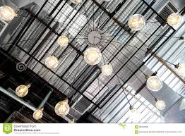 Retro Industriële Lamp Van De Plafond Gele Bol Stock Afbeelding
