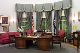 desk oval office. ovalofficetrumanrecreation harry s truman in 1945 changed the tint of room to grayish and his desk was famous for a plaque with motto that read oval office