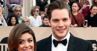 Sarah Hyland and Dominic Sherwood Break Up | E! News