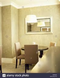 Moderne Esszimmer Mit Rundem Esstisch Und Gepolsterte Stühle