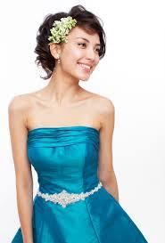 いらしゃいませカラードレスに合うヘアスタイル
