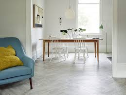 amtico spacia in white ash ss5w2540 in a herringbone plank laying pattern