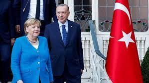 Abschiedsbesuch in der Türkei: Angela Merkel und Erdogan machen auf heile  Welt