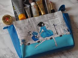 the megan hess cosmetics bag is an amazing gift with purchase if you even two elizabeth arden s i love the elizabeth arden visible difference