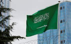 السعودية تمدد إقامات المصريين العالقين في وطنهم