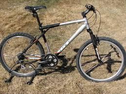 gt avalanche 3 0 aluminum mountain bike