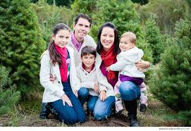 Love The Simplicity Of The Background Decorations Family Christmas Tree Farm Family Photos