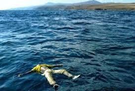 Risultati immagini per profughi in mare