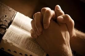 Risultati immagini per Immagini uomo in preghiera