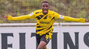 Youssoufa moukoko fm 2021 scouting profile. Youssoufa Moukoko La Nouvelle Pepite De Dortmund Befoot