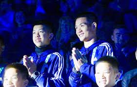 ทีมหมูป่า' ไหว้แบบไทย ปรบมือกระหึ่ม สุดประทับใจคนนับแสน บนเวทีโอลิมปิก!