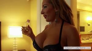 Pornstar and escort Richelle Ryan pleasing her new client Pichunter