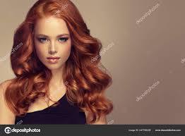 Mladý červené Vlasy žena Objemné Vlasy Krásný Model Dlouhé Husté