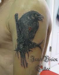 тату эскиз нападающей вороны эскизы тату птиц эскизы татуировок с