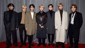 BTS กลับมาแล้ว! สมาชิกหนุ่มทั้ง 7  คนปรากฏตัวบนเวทีพรมแดงงานแกรมมี่หลังหายไปนานหลายเดือน