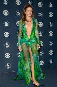 Naked dress nh ng chi c v y g y tranh c i trong l ch s th m.