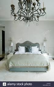 Gustavian Schlafzimmer Mit Kronleuchter Stockfoto Bild