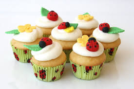 make a ladybug cupcakes