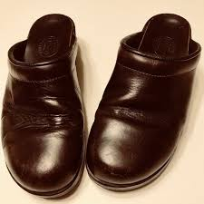 Roots Canada Brown Leather Clogs Size 40 Women S