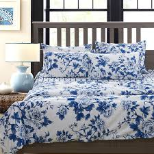 image of blue and white linen flowers