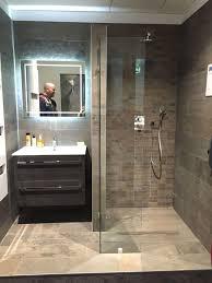 Badewanne Mit Dusche Behindertengerecht Badezimmer