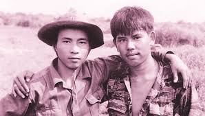 Image result for hình ảnh hai người đàn ông đứng nói chuyện, tranh cải nhau ?
