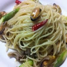 Semua pasti setuju kalau masakan rumah selalu bisa bikin kangen, terutama bagi orang yang merantau. Spagetti Peperoncino With Mussels And Asparagus Resep Resep Masakan Masakan