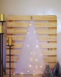 upcycled christmas tree diy wooden pallet lights golden candles decoration