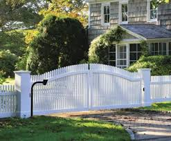 Custom Chestnut Hill Picket with Double Gate Wood Solid Cellular