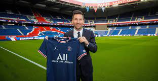 Lionel Messi signs for PSG!
