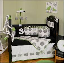mommyq is on a mission to reveal the most desirable black white crib bedding sets around in february 2009 i found seven beautiful bedding sets in black
