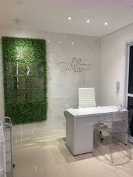 Para uma sala pequena, uma boa dica de decoração é a aplicação de tons claros a fim de criar uma sensação de. Studio Karen Beauty Carol Cunha Design E Interiores