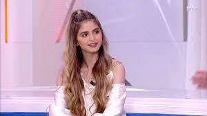 حلا الترك تتحدث عن دراستها والآغا يوجه لها سؤالاً طريفاً على الهواء -  YouTube