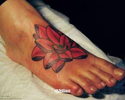 фото татуировки лотос в стиле олд скул традишнл цветная татуировки