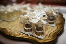 wedding favour cakes. Where to find chocolate wedding cake favors