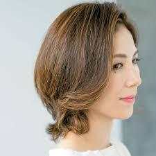 40代の毎日ヘアスタイル傷んだ夏髪を整える明るめカラーショート