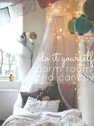 Diy Bed Canopy Diy Dorm Easy Bed Canopy Stay Gold Rebecca A Lifestyle Blog