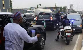{photo} Polis Traffic Offence Online Ambode Apprehends Officer For Violating Army