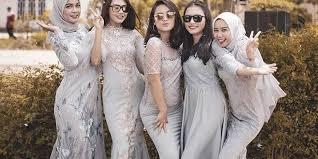 Alibaba.com menawarkan 358 produk model baju seragam perawat rumah sakit. 7 Ide Seragam Bridesmaid Yang Bisa Kamu Contek Mulai Dari Kebaya Sampai Dress Golaundry