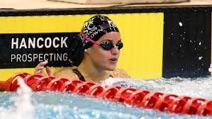Mckeown, 19, swam the event in 57.45 seconds at the australian swimming trials in south australia on sunday night, beating the previous record of 57.57. Kaylee Mckeown Breaks 200m Backstroke Short Course World Record At Virtual Australian Swimming Titles Abc News