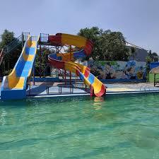 Kolam renang pribadi milik keluarga, selain sebagai tempat menyegarkan diri dan otak dengan olahraga renang, juga bisa sebagai tempat berkumpul bersama keluarga. Kolam Renang Surya Water Boom Kolam Renang