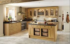 Oak Kitchen Tewkesbury Light Oak Traditional Kitchen From Howdens Joinery