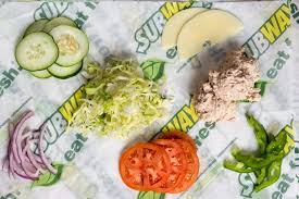 how bread cheese and sauces affect calories in a subway tuna sub