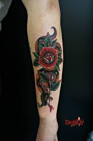 тату змея с розой