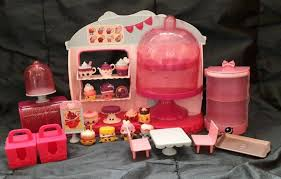 Shopkins Cupcake Queen Cafe Playset Plus Shopkins Cupcake