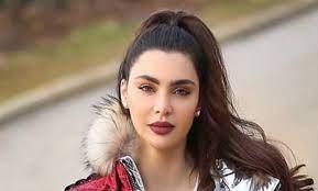 بعد إعلان حملها دون زواج.. اللبنانية قمر لمنتقديها: أنا سينجل ماذر والراجل  هو اللي لازم يتكسف -