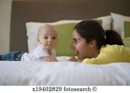 Image result for صوره الام والطفل والهاتف