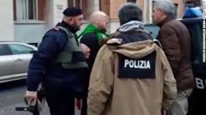 ايطاليا - رجل يفتح النار على المارة في مدينة ماشيراتا