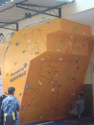 artificial bouldering facility on artificial rock climbing wall in mumbai with climbing walls in mumbai
